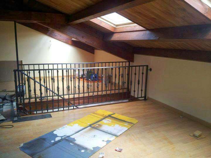 Canal redondo bajo cubierta y hueco escalera con for Hueco bajo escalera