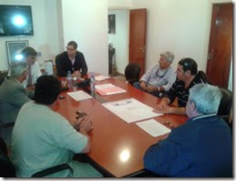 El intendente, Juan Pablo De Jesús, reunido con representantes del sector pesquero