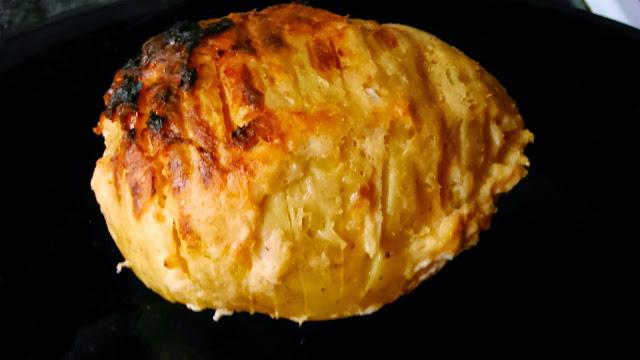 Patatas Rebanadas Con Salmón, Queso Y Cebolleta