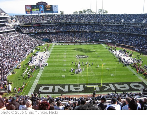 'Oakland Colosseum' photo (c) 2005, Chris Yunker - license: https://creativecommons.org/licenses/by-sa/2.0/