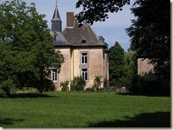 Schalkhoven: kasteel (gedeeltelijk van 1588, grondig klassicistisch gerestaureerd in 1770