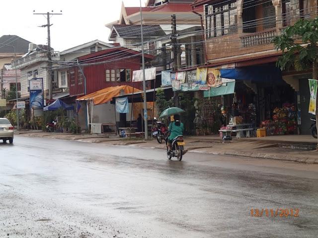 יום גשם בעיירה בלאוס - לואנג נאמטה 015.JPG
