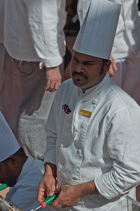 21. Мне очень нравится с каким достоинством себя держат эти чёрненькие повара. Октоберфест в феврале на Costa Concordia.