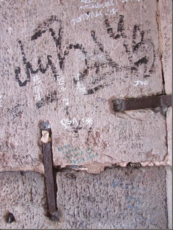 grafittiIrishcastleruins