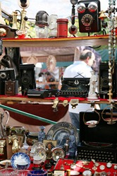 Antique Seller at Feria de San Telmo, Buenos Aires, Argentina by jlaceda, on Flickr [used under Creative Commons license]