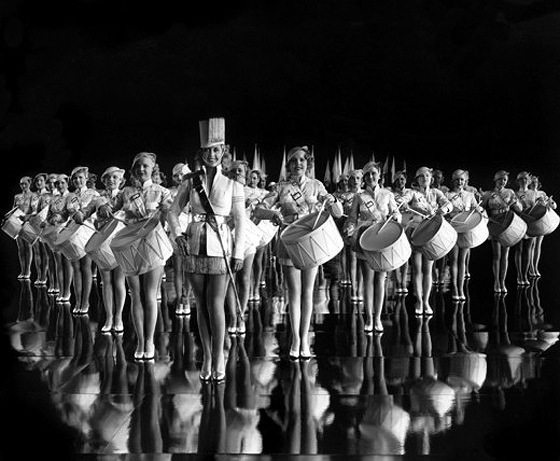 Awesome Geometrical Arrangement of Dancers by Busby Berkeley, 1930s (15)