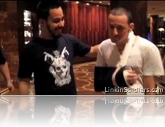 Chester se rompe el brazo
