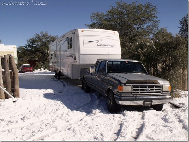 01 Jan. New RV stuck in snowy driveway Yarnell AZ (1024x768) (1024x768)