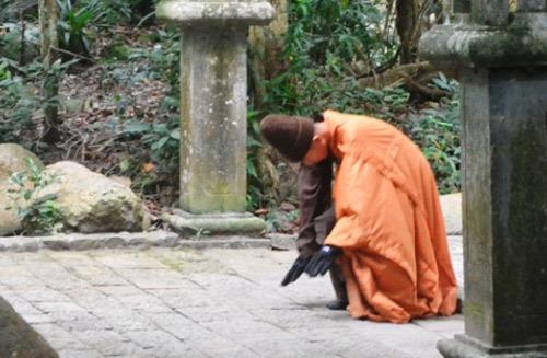 Đại Đức Thích Tâm Mẫn kết thúc hành trình nhất bộ nhất bái tại chùa Đồng–Yên tử