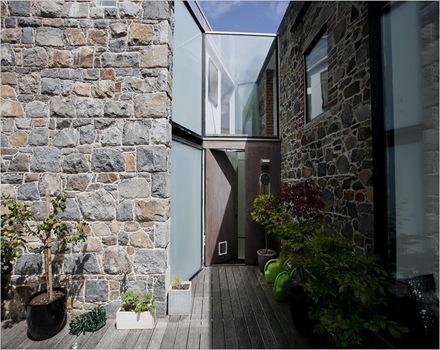 fachada-principal-muro-piedra
