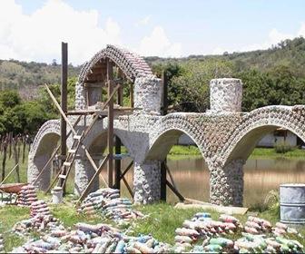 Construcción-Casa-botellas-plásticas-recicladas-1