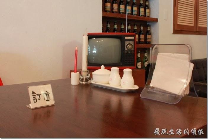 台南mumu小客廳早午餐餐廳內刻意營造一些新舊融和的現象。