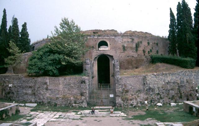 El mausoleo romano for Augusto roma