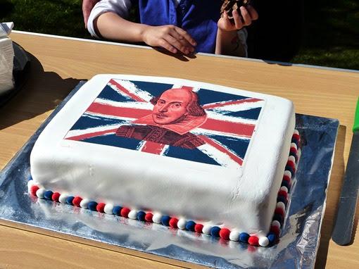Торт на день рождения Шекспира в Стратфорде 2013