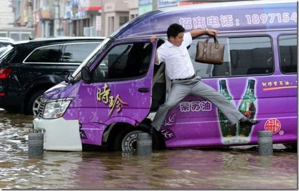 happy-flood-people-31