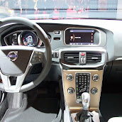 2013-Volvo-V40-Cross-Country-8.jpg