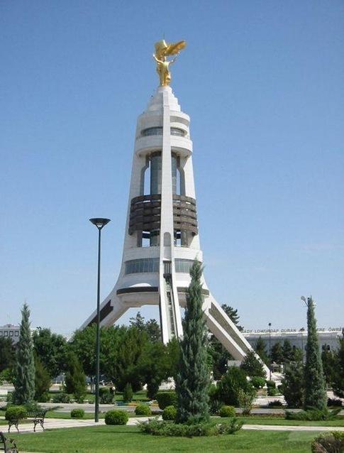 turkmenbashi-statue-arch-of-neutrality-ashgabat