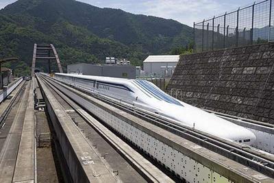 O mais rápido e aerodinámico trem-bala da história flutua com ímas sobre a pista