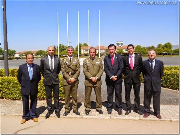 : La comisión de la Cofradía con el General Jefe de FAMET y el nuevo Teniente Coronel Jefe del BHELA-1