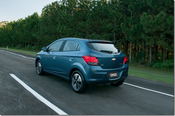 GM-Brazil-2014-Chevrolet-Onix-10-medium