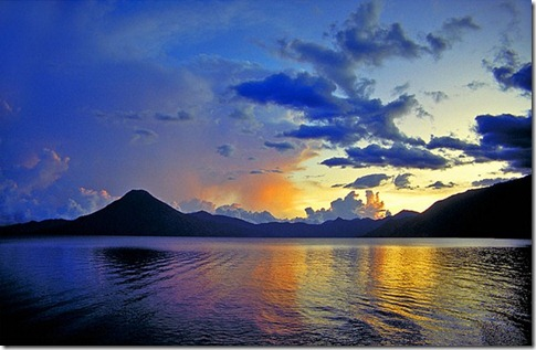 Lake-Atitlan-in-Guatemala_Lake-view-by-night_4742