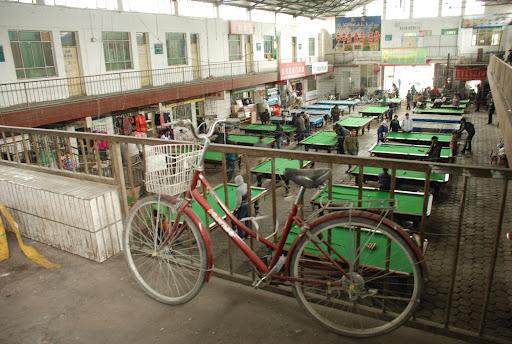 Xinjiang, Haba He - Billard en salle