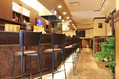 店内は茶色で統一されており、落ち着く空間となっております。