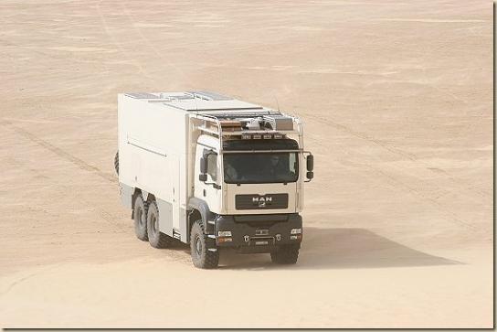 Traverser le désert en camion UNICAT TGA 6 × 6 (24)