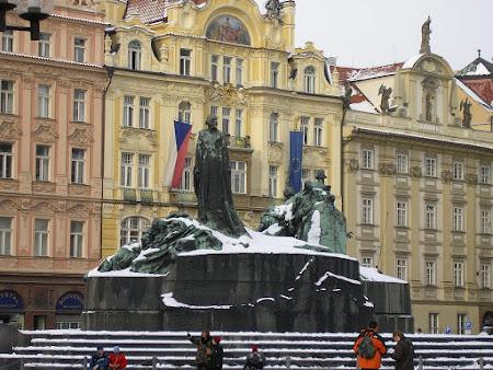 Imagini Praga: statuie Jan Hus