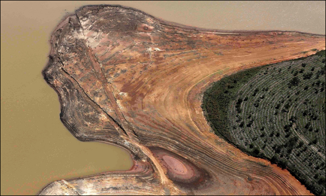 An aerial view of the Atibainha dam, part of the Cantareira reservoir, during the drought in Nazare Paulista, São Paulo state, November 2014. Photo: Nacho Doce / Reuters