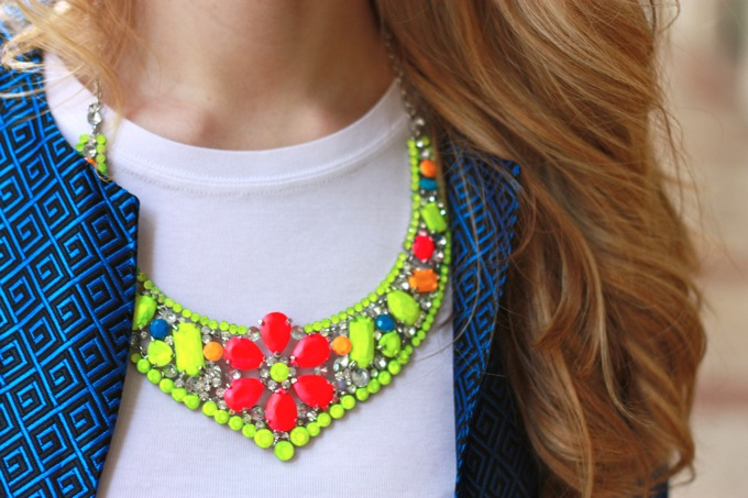 fluo outfit, fluo necklace