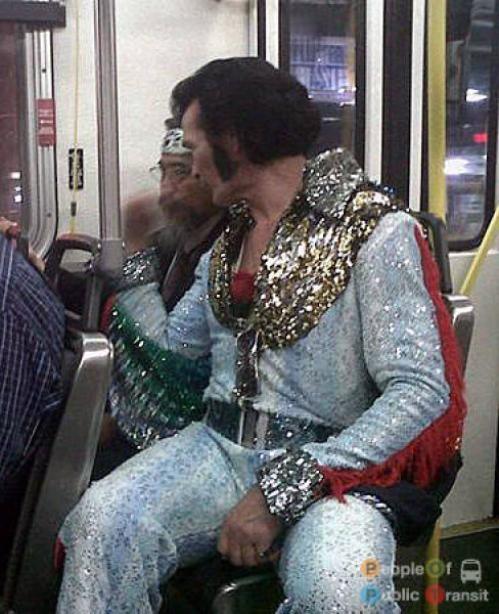 pessoas bizarras em metrô (28)