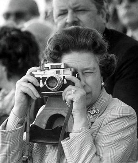 Королева с фотоаппаратом