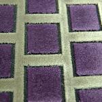 Tkanina obiciowa, trudnopalna. Pluszowa. Motyw geometryczny - krata. Szara, fioletowa, czarna.