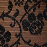Tkanina meblowa, wzór roślinny, kwiatowy. Brązowa.