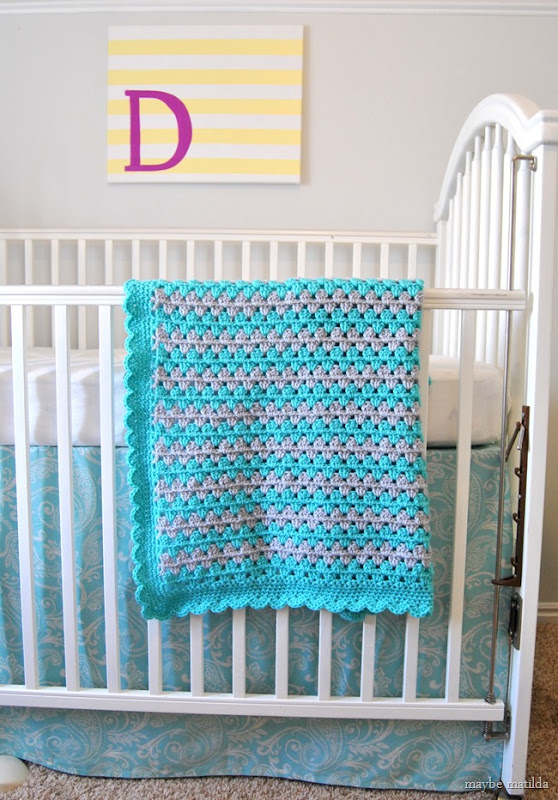 Free Pattern and Photo Step-by-Step Tutorial to crochet this adorable baby blanket!