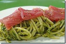 Spaghetti con tonno e pesto di pistacchi