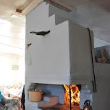 ペチカ。壁の熱で部屋を暖める。