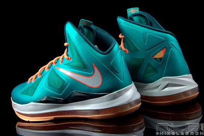 lebron10 dolphins 36 web black The Showcase: Nike LeBron X Setting / Miami Dolphins