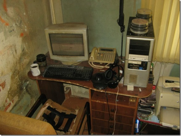 dirty-workstations-16