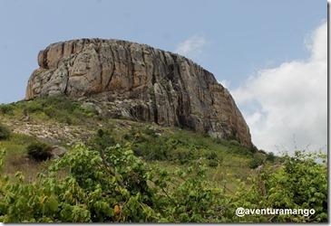 Visão lateral da Pedra da Macambira