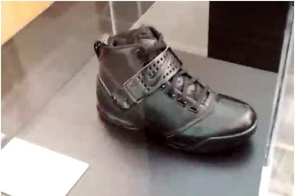 King James visits Nike WHQ Shares Nike LeBron All Black Collection