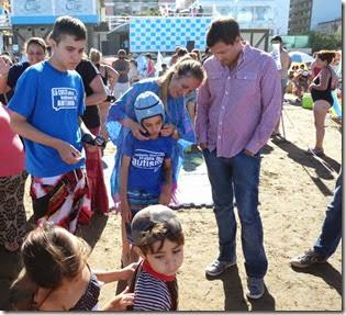 La jornada fue coordinada a través del Programa La Costa te Incluye y tuvo lugar en la playa de San Bernardo. Contó con la participación de especialistas; María Aggio, miembro del Instituto FLENI; y Eduardo Sotelo, director de