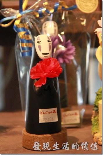 日本北九州-由布院-榛果之森。店內販賣的無臉男玩偶。