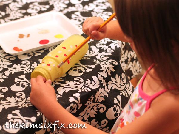 Kids painting corn cob craft