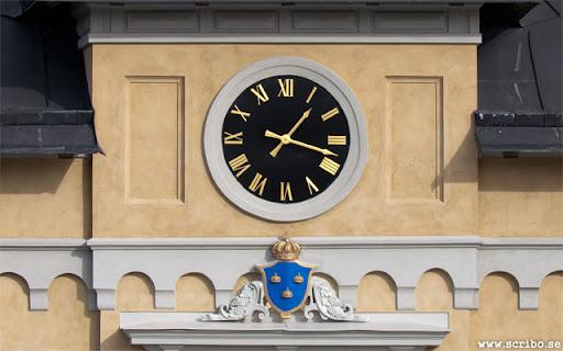 Nya klockan på Uppsala centralstation med den nya vapenskölden