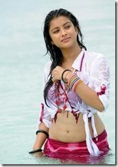 madhurima-hot-stills-at-beach-4