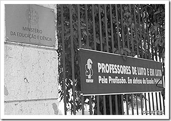 Professores. Faixas de Luto no MEC. Fev. 2013