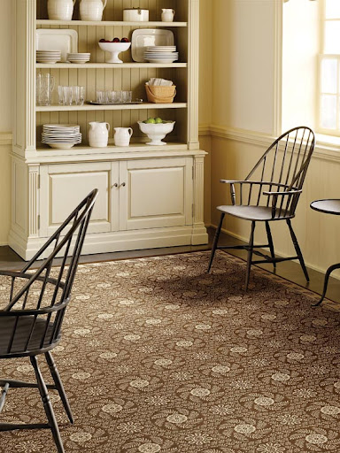 This bordered rug brings clean lines and color tones into a room without being boring or flat in design.
