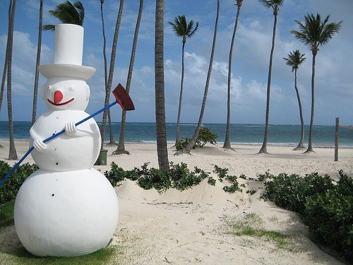 Misplaced Snowman by puroticorico, on Flickr [Creative Commons]